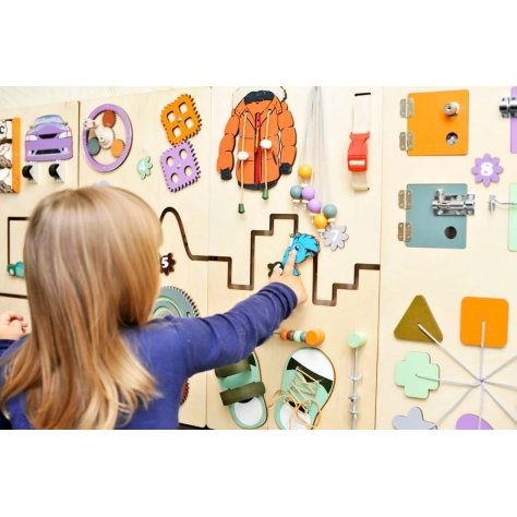 Educational wall toy in the Earth colors